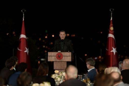 Cumhurbaşkanı Erdoğan sanatçılarla iftar yaptı