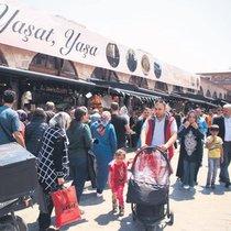 Mısır Çarşısı'nda Ramazan alışverişi