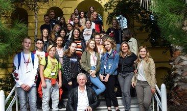 Avrupalı öğrenciler, sağlıklı yaşamın sırrını Darüşşafaka'da öğreniyor