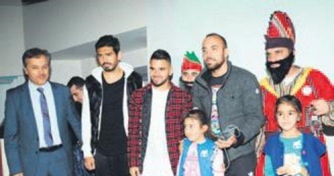 Bursasporlu futbolcular çocuklarla buluştu