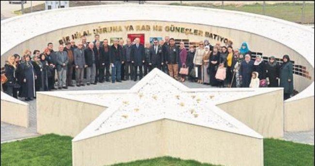 Şehit aileleri Şehitler Anıtı'nda