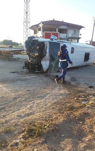 Yeni Malatyaspor taraftarını taşıyan minibüs devrildi!