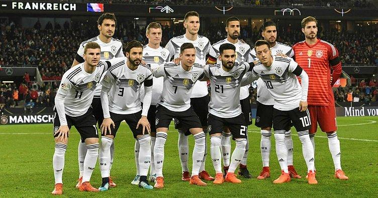 Türkiye oyuncu bulamıyor, Almanya Türklerle coşuyor!