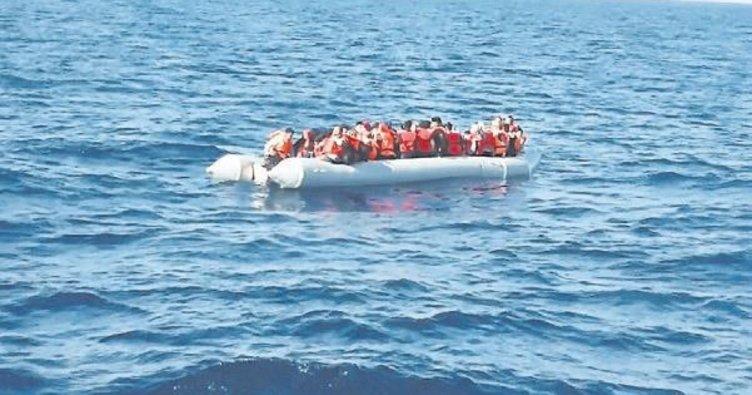 Ege'de yakalanan göçmenler 10 bını aştı