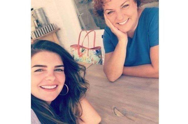 Ünlüler ve anneleri (Ayla Çelik )