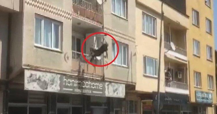 Balkondan atlayan kadın, çevredekilerin kaldırıma koyduğu yatağa düştü