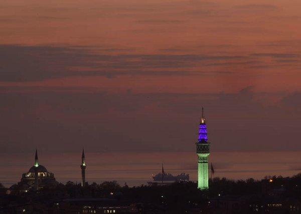 Beyazıt Kulesi aydınlatıldı