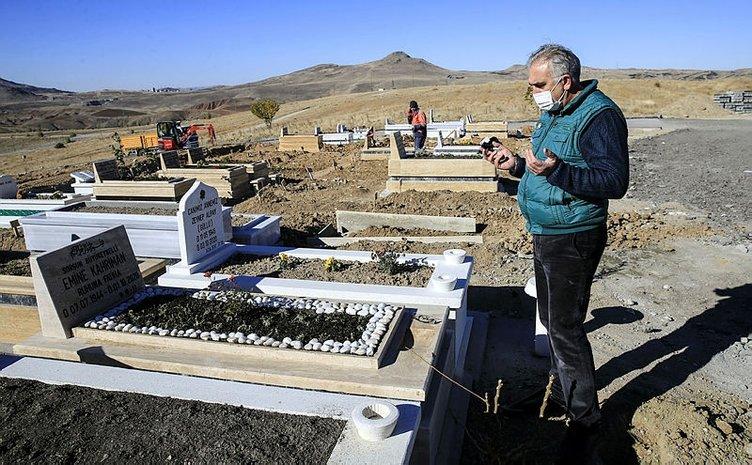 Son dakika haberi: Ankara'daki corona virüs mezarlığında vefat edenlerin bazıları tabutla gömülüyor!