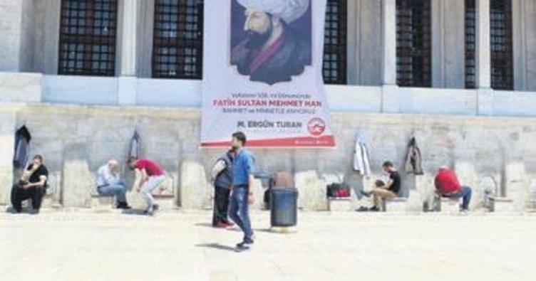 Fatih Sultan Mehmet kabri başında anıldı