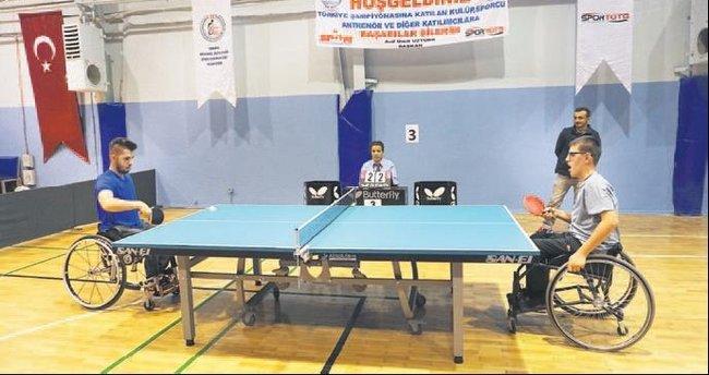 Engelliler, 'Masa Tenisi Şampiyonası'nda buluştu