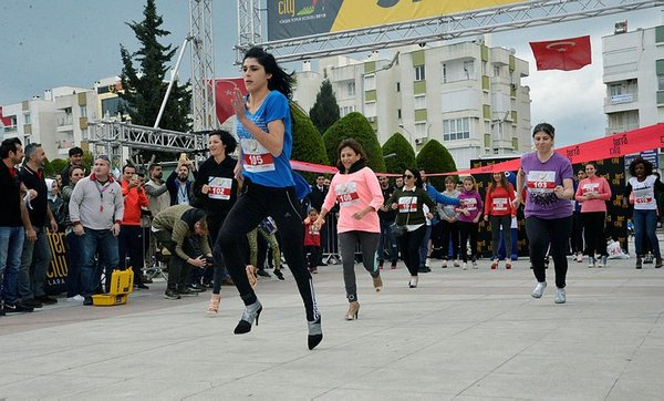 Antalya'da Yüksek Topuk Koşusu