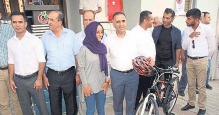 TEOG şampiyonlarına bisiklet hediye edildi
