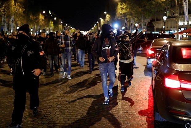 Fransa'da polisler yine izinsiz gösteri yaptı