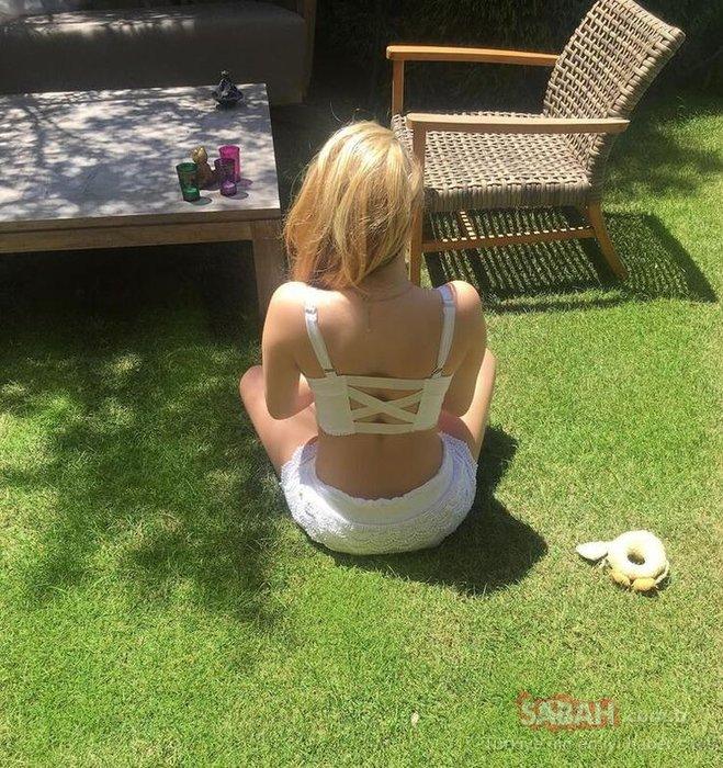 Yasmin Erbil'den mest eden bahçe pozu! Yasmin Erbil Bu yaz mekan belli dedi güneş banyosu yaptı...