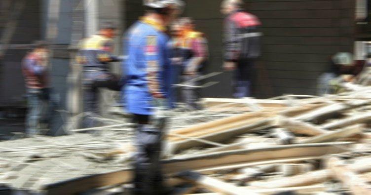 Kolejde tavan çöktü: 1 işçi göçük altında