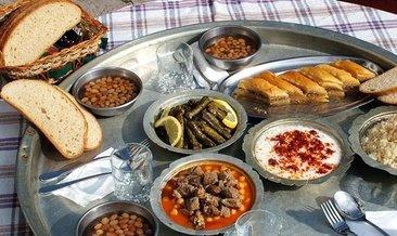 Yemek, sofra duası nasıl yapılır? Okunuşu ve Türkçe anlamı
