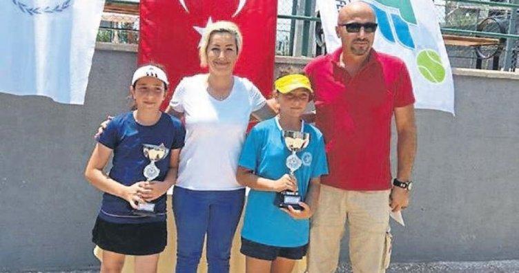 Mersin'de 12 yaş tenis turnuvası