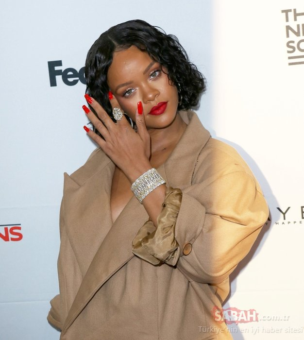 Rihanna'nın kıyafeti olay yarattı