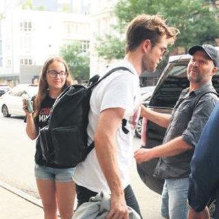 Robert Pattinson hayranlarına yüz vermedi