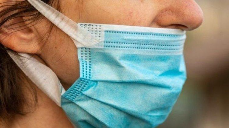 Bilim insanları uyardı: Bu şekilde maske takarsanız Covid-19'a yakalanma ihtimaliniz artar!