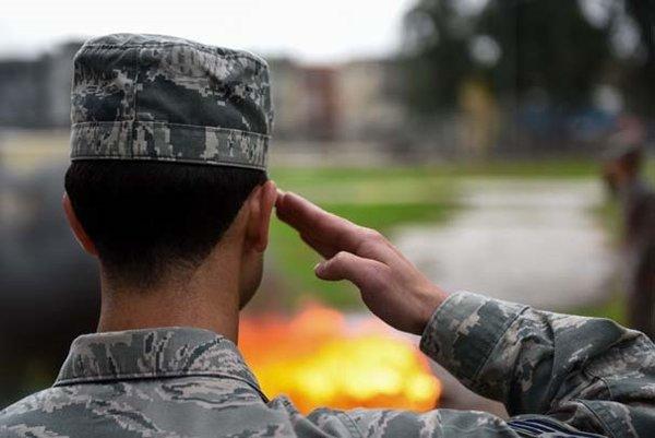 İncirlik'te emekli edilen ABD bayrağını yaktılar