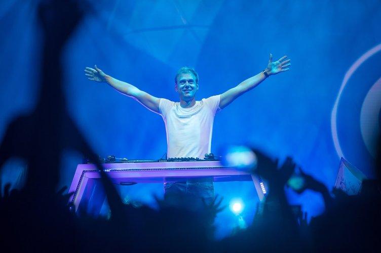 Dünyaca ünlü DJ Armin Van Buuren İstanbul'u salladı!