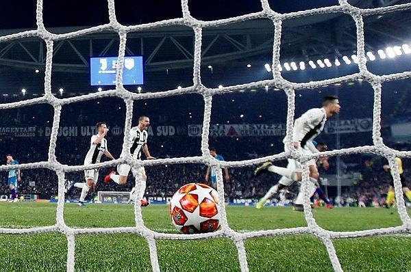 Ronaldo'dan hat-trick ve olay hareket!