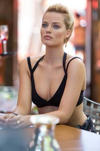 Margot Robbie göz kamaştırıyor!