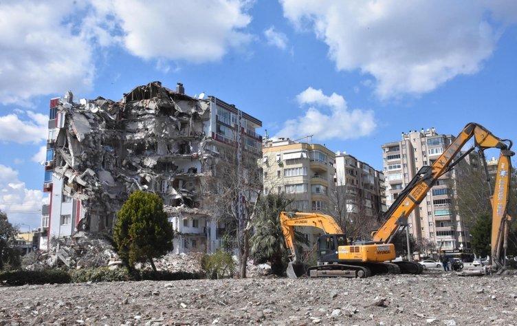 İzmir'de pes dedirten olay: Hırsızlar hasarlı evlere dadandı!
