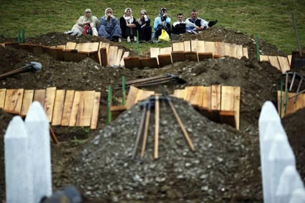 Acısı hala taze: Srebrenitsa Katliamı
