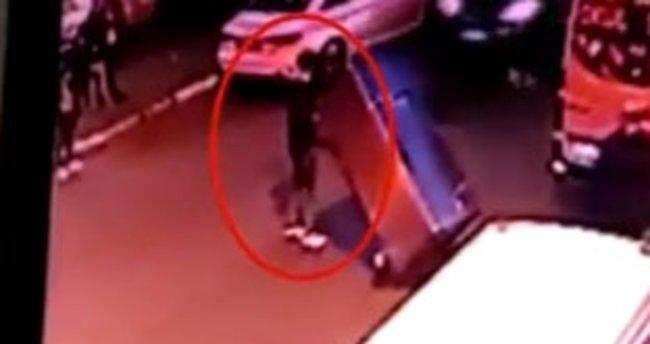 İş yerine giren hırsız el arabasına yüklediği buzdolabını çaldı