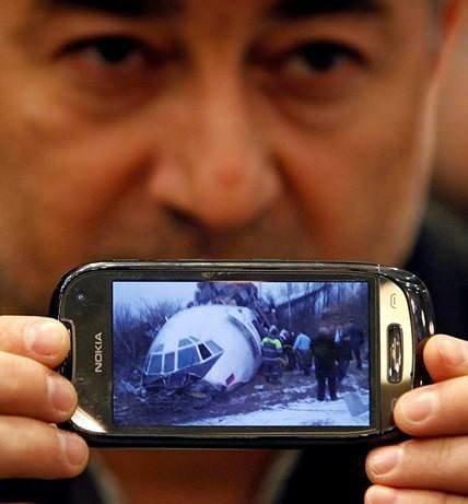 Rusya'da acil iniş yapan uçak kaza yaptı