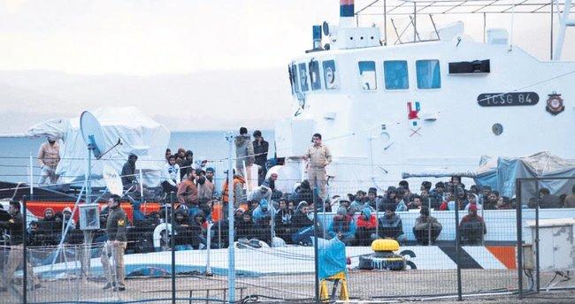 Yük gemisinden 360 kaçak çıktı