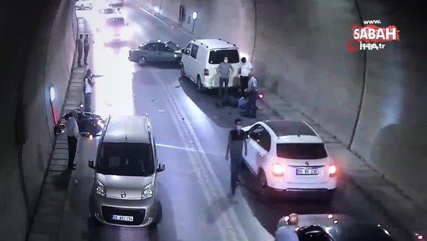 Feci kaza kamerada... Önce duvara çarptı sonra karşıdan gelen aracın altına girdi   Video