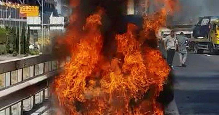 Son dakika... TEM'de araç yangını, trafik kilitlendi!