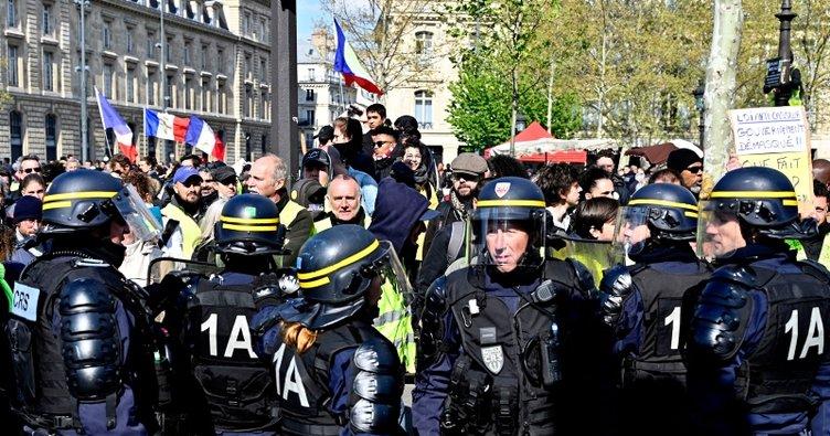 Fransa'da Sarı Yelekliler gözaltına alınıyor