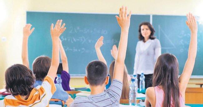 Tam gün eğitimde yoğun İngilizce, hafif matematik
