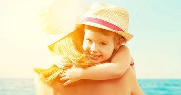 Çocukları güneşin zararından koruyacak 5 yöntem!