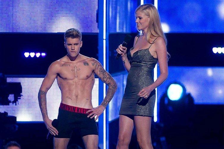Justin Bieber sahnede soyundu