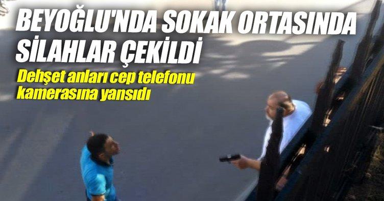 Beyoğlu'nda sokak ortasında silahlar çekildi