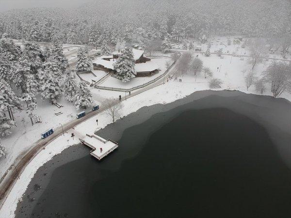 Bolu'daki göl buz tuttu
