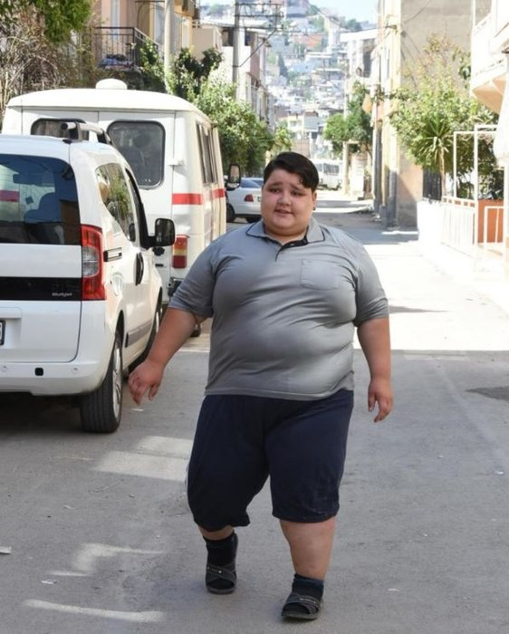 10 yaşında olmasına rağmen tam 165 kilo