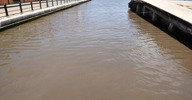 İzmir'de hayrete düşüren görüntü: Kanalizasyon suları denize akıyor