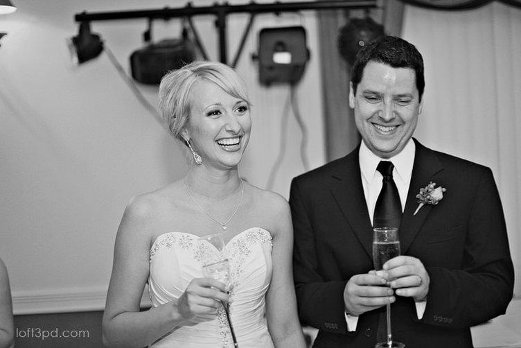 Düğün Fotoğraflarını Kızıyla Tekrar Canlandırdı