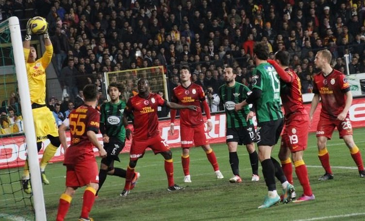 Akhisar Belediye-Galatasaray maçından kareler