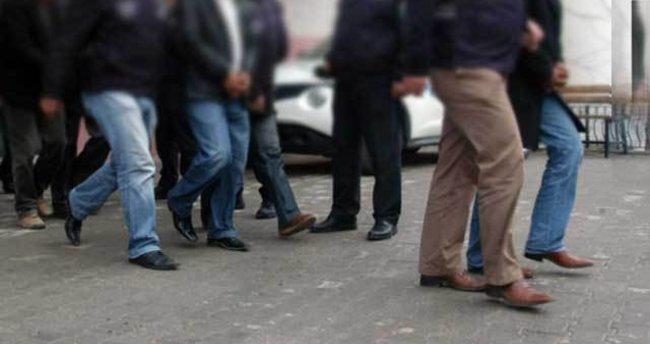 İzmir'de 14 infaz koruma memuru FETÖ'den tutuklandı