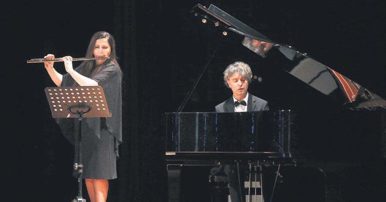Piyano ile flütün uyumu büyüledi