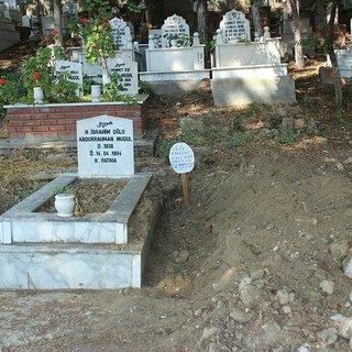 Mezarlıkta kan donduran görüntü! Mezar taşını söküp...