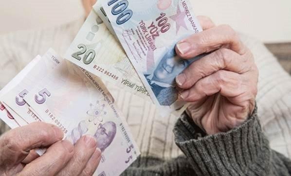Emeklinin zamlı maaşı hesaba yattı