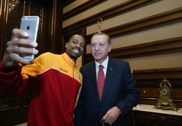 Cumhurbaşkanı Erdoğan'dan Külliye'de sürpriz kabul!